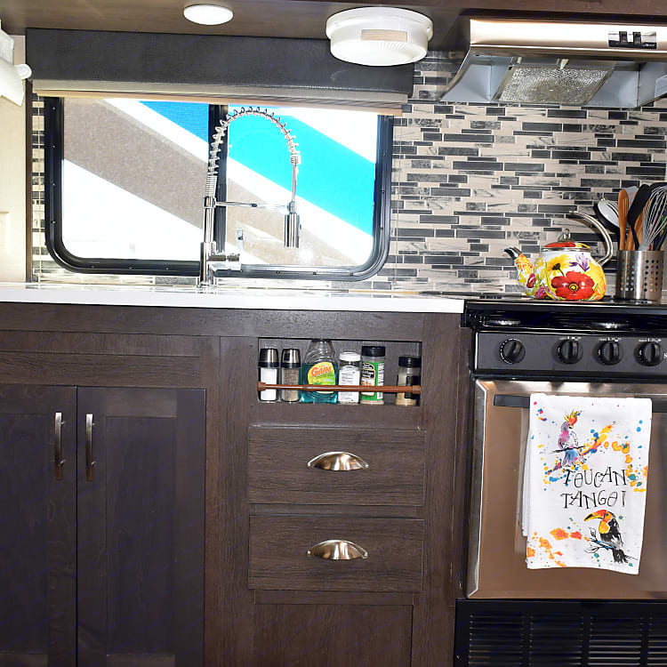 Well equipped, large kitchen space