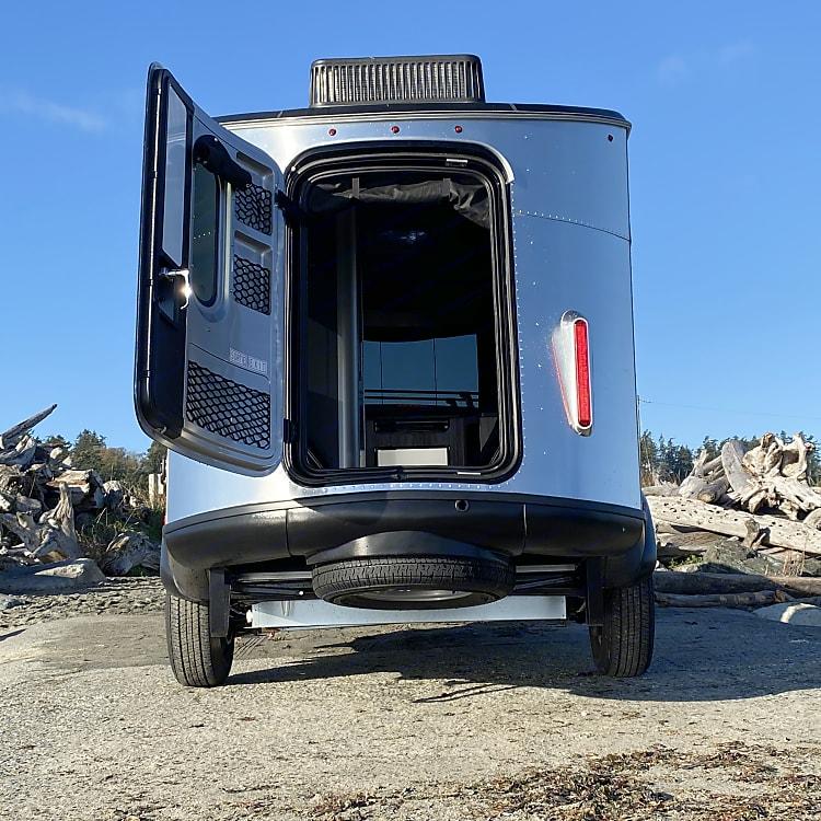 Rear cargo hatch for loading gear!