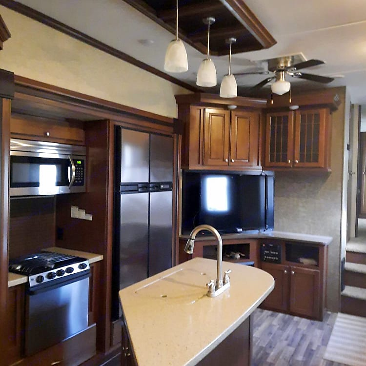 kitchen/entertainment