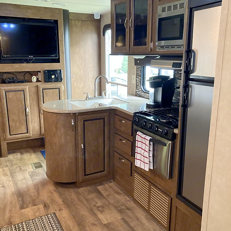 Open concept kitchen allows you to enjoy all the trailer has to offer. Listen to music with indoor/outdoor speakers, watch a movie or socialize