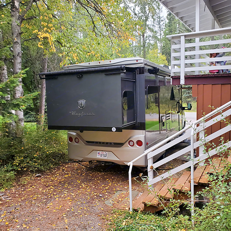 Rear slide out - Queen bed, TV, storage, etc