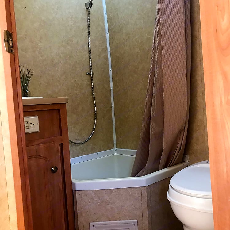 a shower with a little plug to have a shallow bath or a shower!