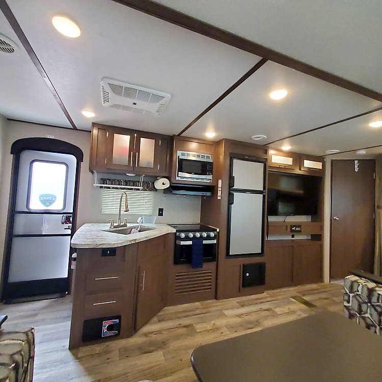 This shows the full kitchen set up and the entertainment system.