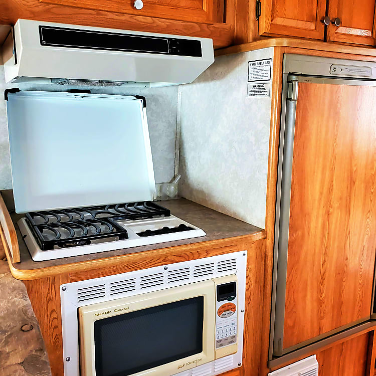3 burners ! Cook your eggs, or saute your mushrooms, don't worry about cooking smells, there is also a vent/hood that will take care of that.