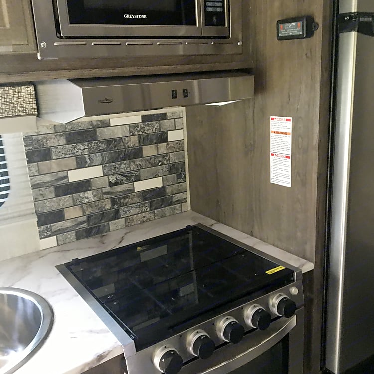 3 burner, oven and microwave