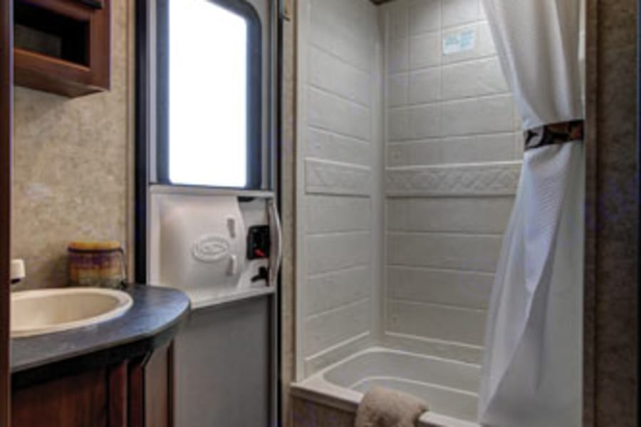Large bath with separate entrance!