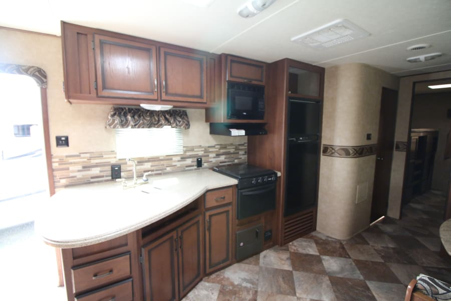 Full kitchen to create wonderful home meals