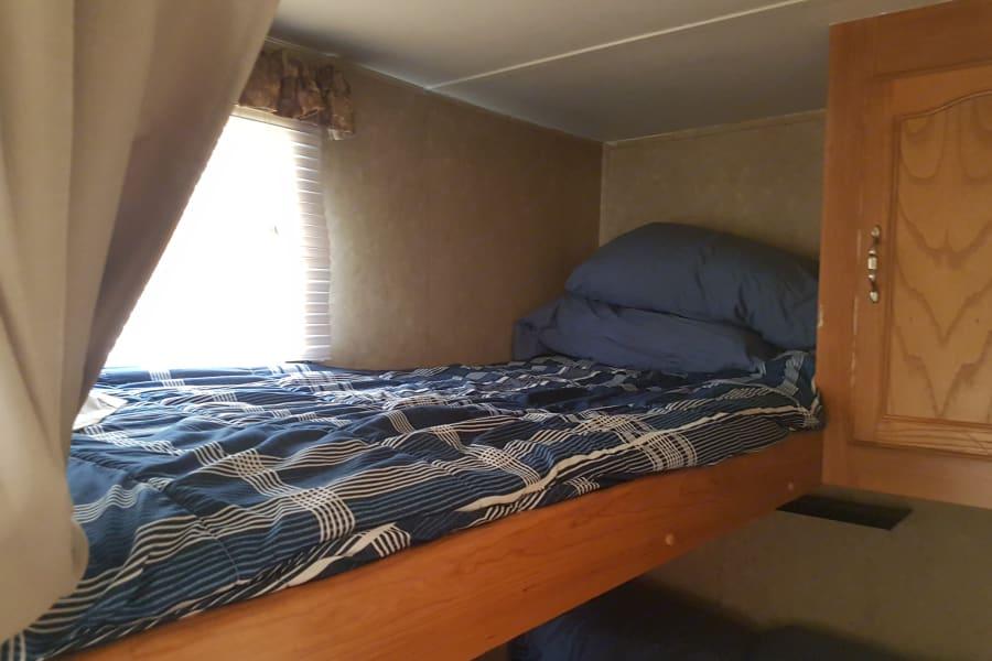 Top single bunk