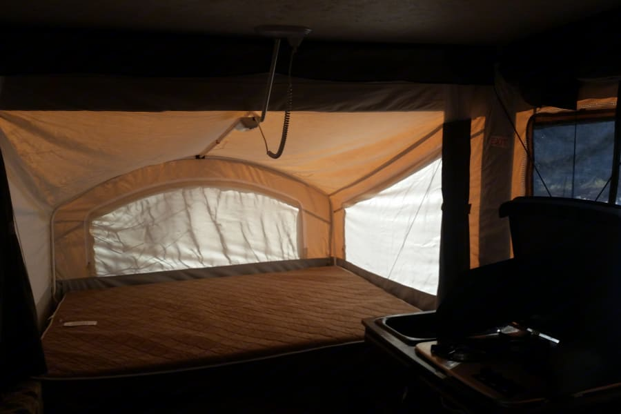 Immaculate and comfortable deluxe pop up camper complete with AC and a toilet.  Easy to set up and a breeze to tow!