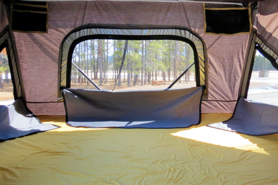 "mattress size: 1.34m x 2m (52"" x 79"")"