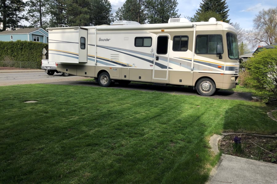 Outside rig with Master bedroom slide-out