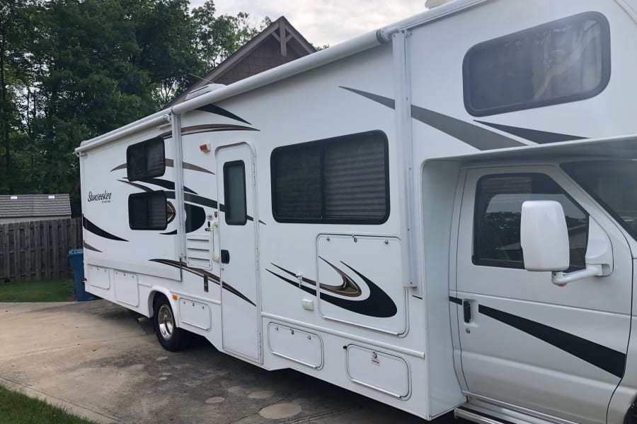 Out Door Tailgate TV and Stereo and Power Awning