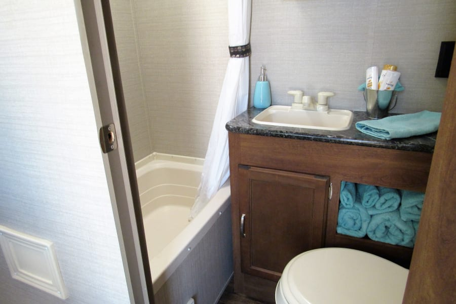 Bathroom with towels for 4