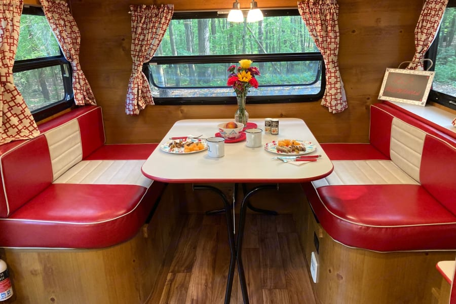 Retro style dinette looks just like a 50's diner! Comfortably seats four.