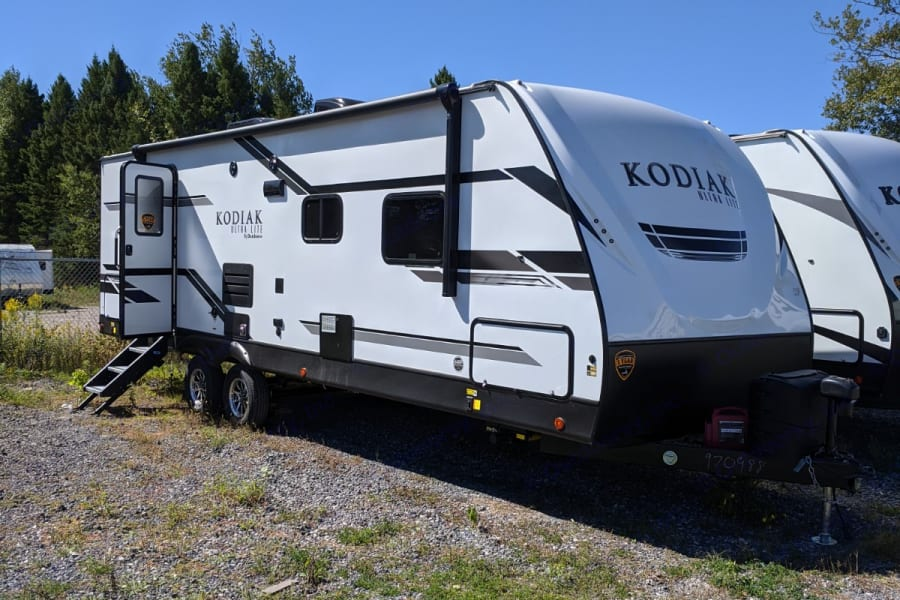 2021 Dutchmen Kodiak Extreme Outdoor Package. Awning with LED lights and outdoor speakers!