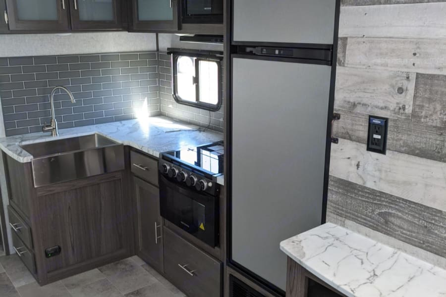 Appliances included and lots of storage!!