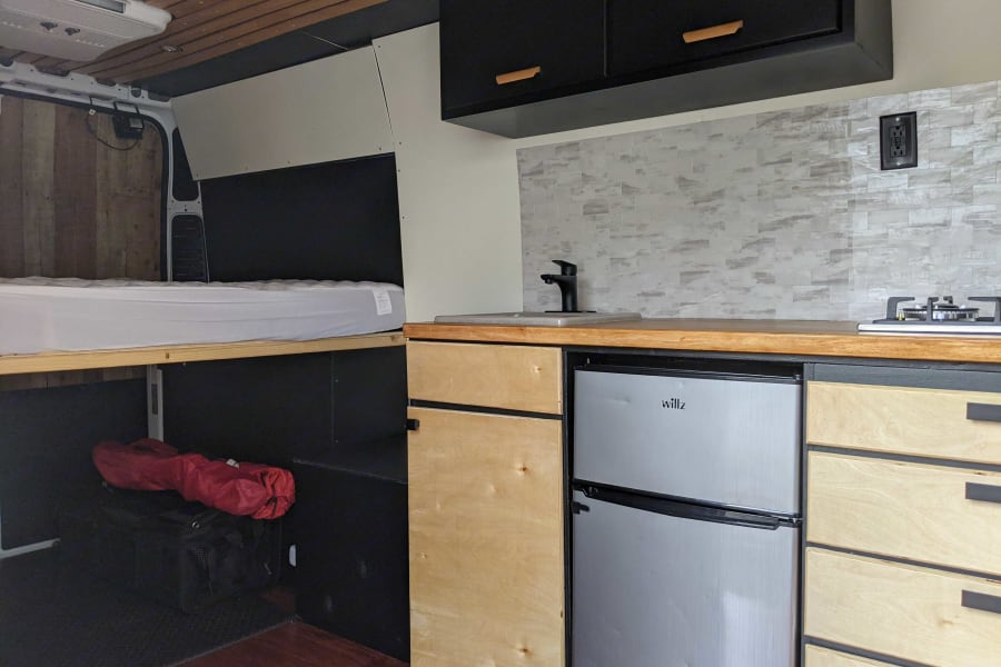 Great kitchen for cooking, upper cabinets for extra storage