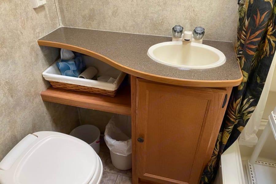 Beautiful bathroom with extra sized vanity with shower/bathtub