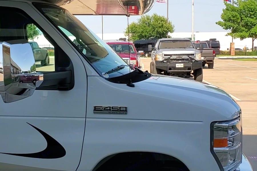 Ford E450 Chassis 350-hp 7.3L V8 Premium engine, TorqShift 6-speed automatic transmission w/overdrive, 210-amp