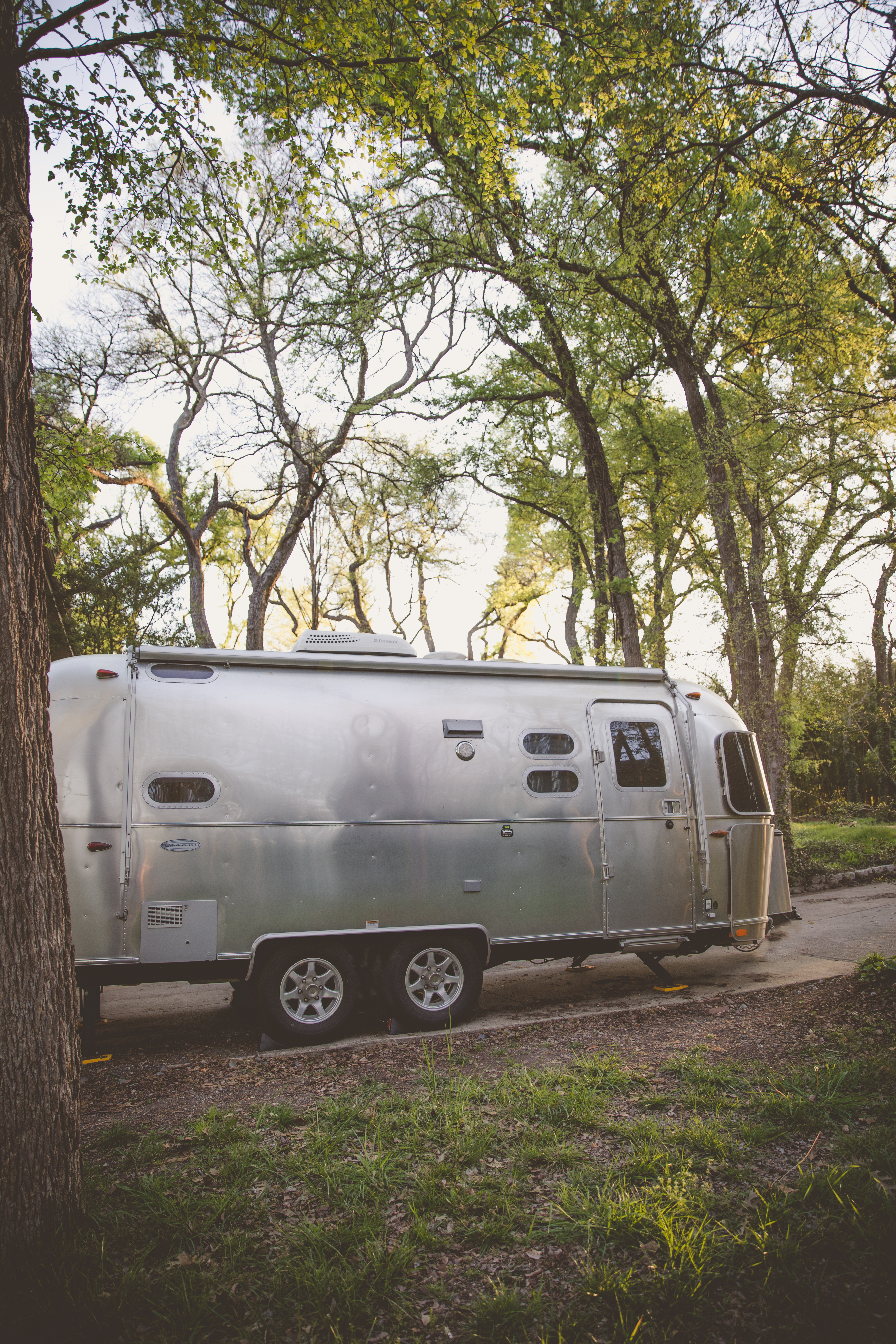 Zip-Dee Awning extends for additional outdoor living space.. Airstream Flying Cloud 2017