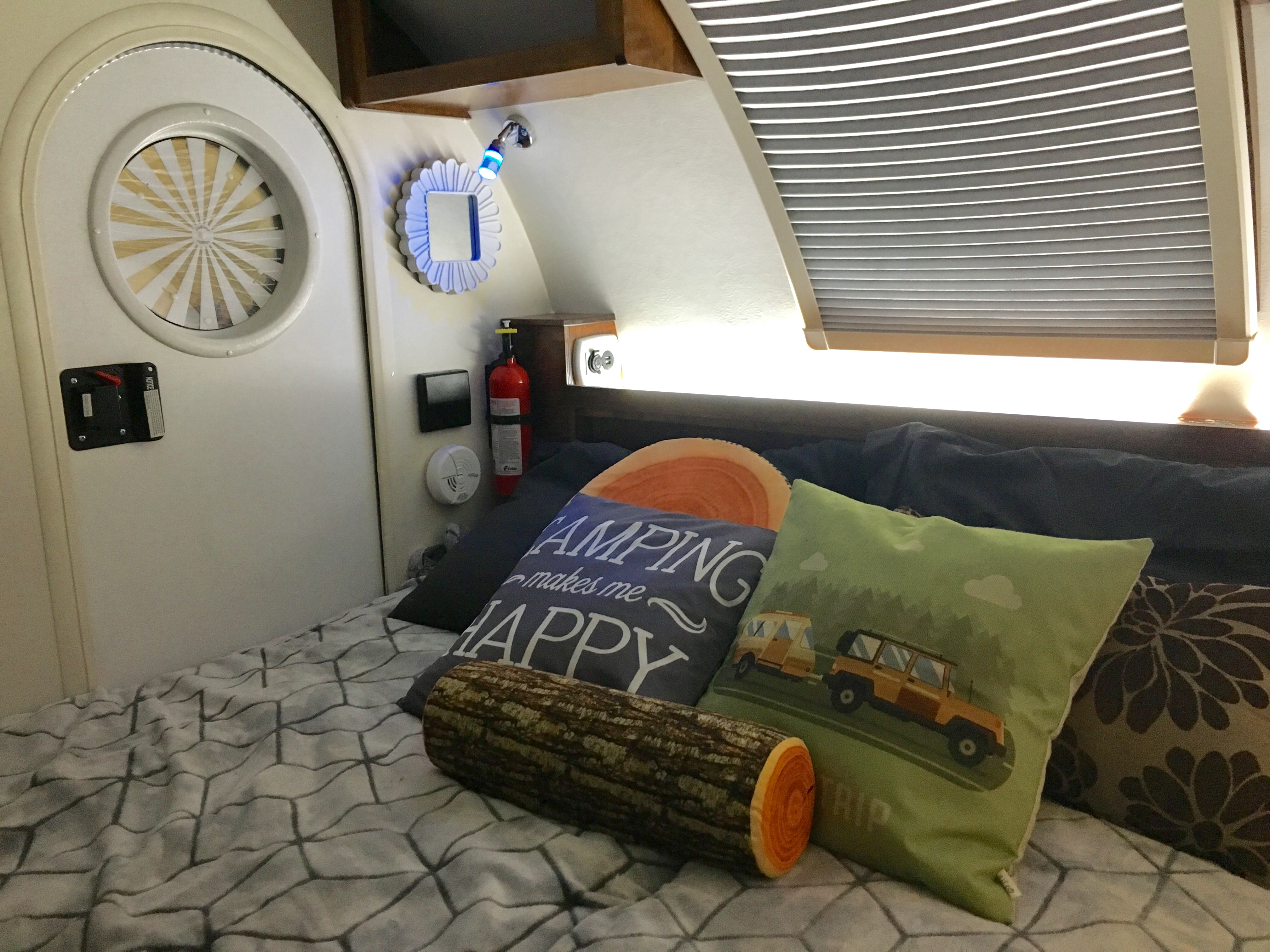 Two twin mattress to either have one bed or spread out to queen size bed. Storage available under mattress. Accent and mood lighting, bedding provided in interior. Option to have open, screened, or shaded windows on 3 interiors walls. . Little Guy Tag Max XL Outback 2018