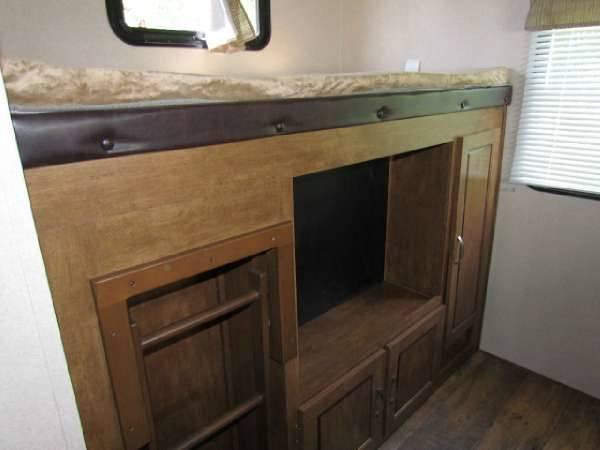 Back bunk. Smart tv included. . Forest River Salem 2016