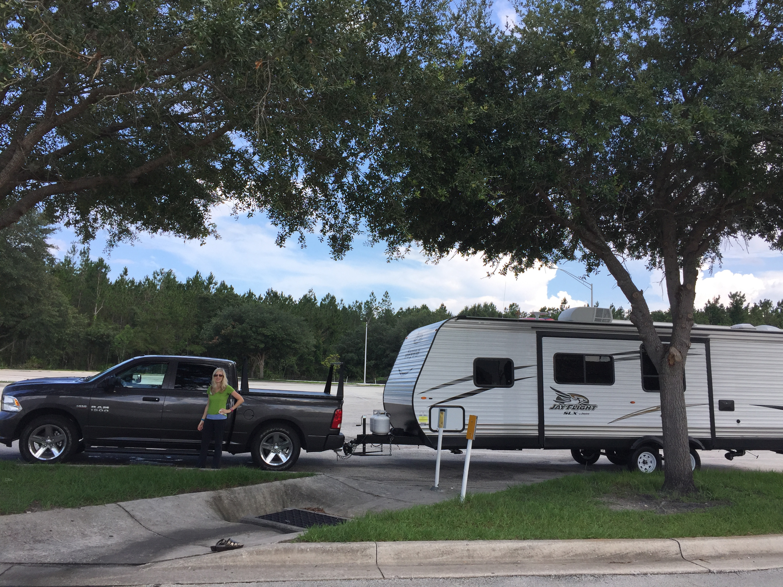 This unit tows well with sway bars. Jayco Jay Flight 2017