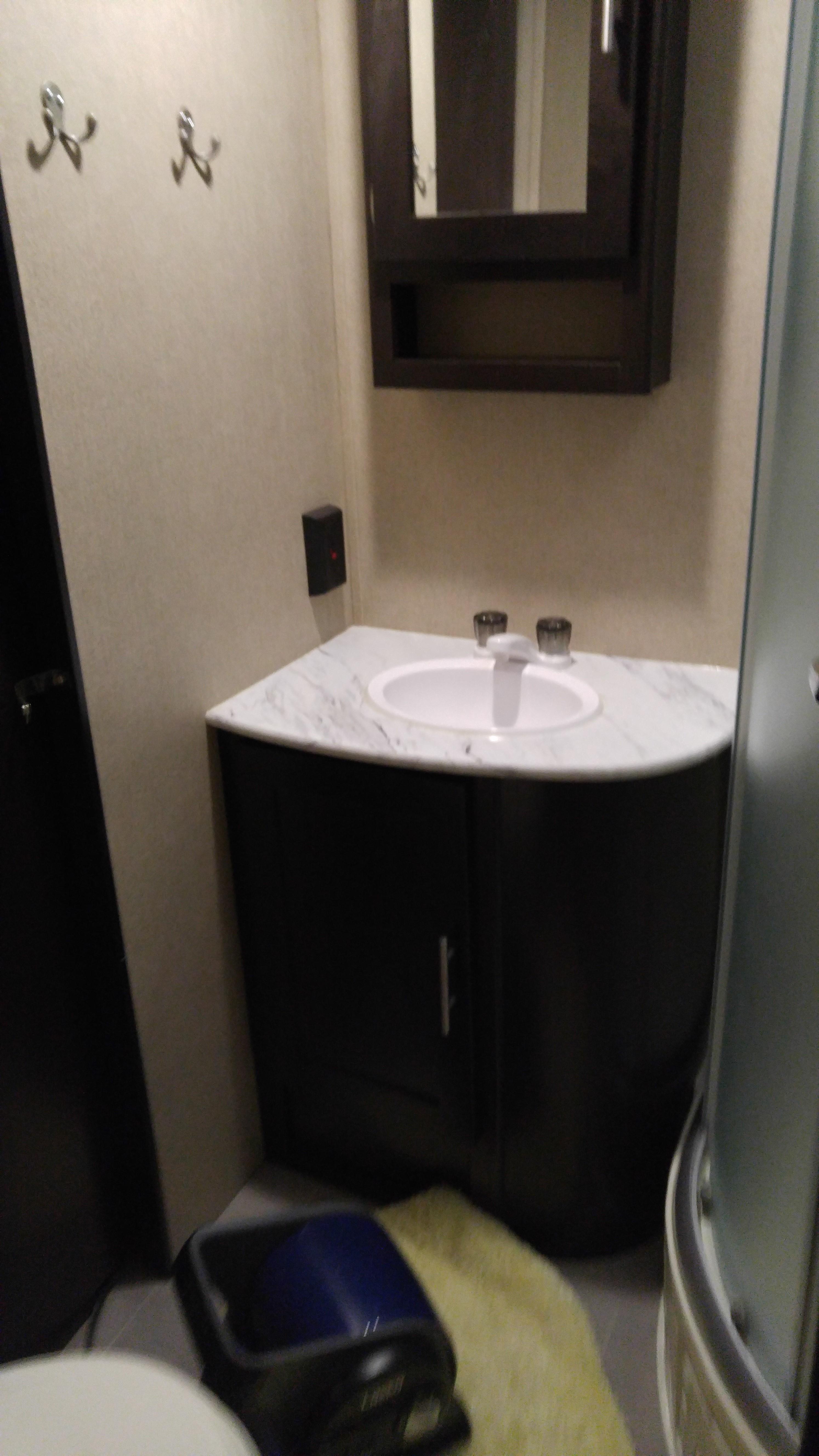 Bathroom Sink . Dutchmen Kodiak 2017