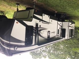 42 Foot Oakmont 5th Wheel. Heartland Oakmont 2017
