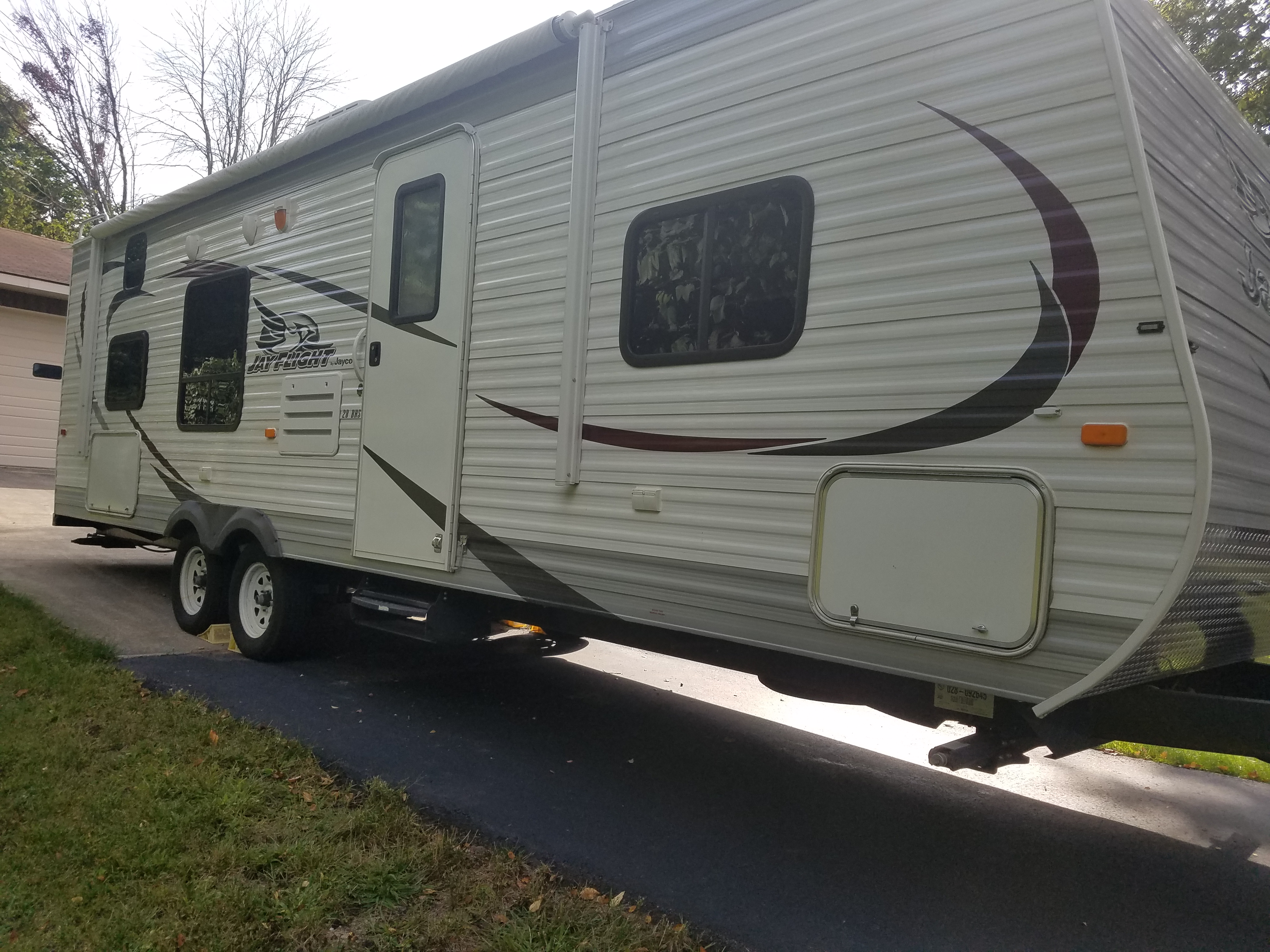 28BHS with lots of outside storage and big windows. . Jayco Jay Flight 2015