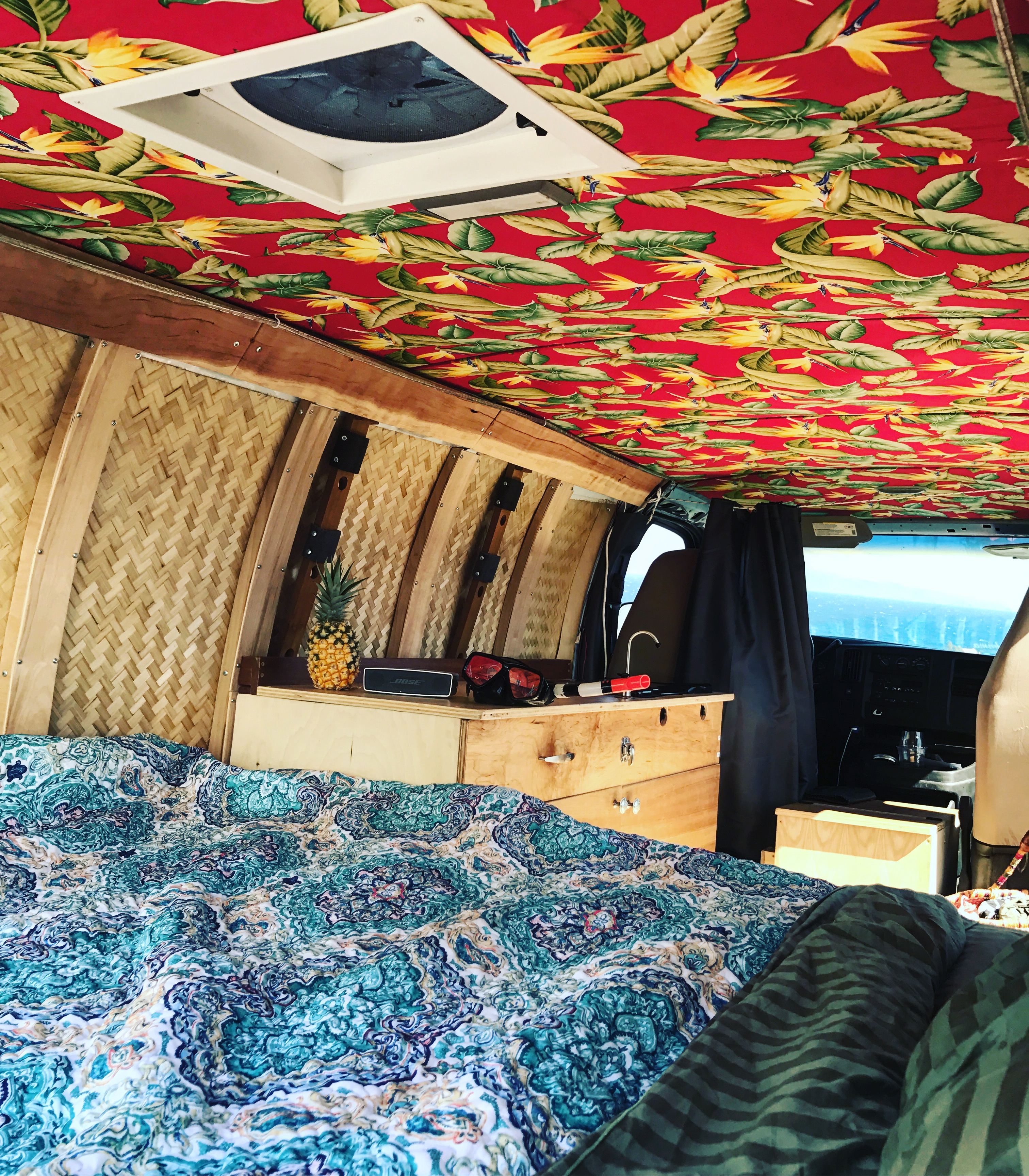"""Maui """"Disco"""" Campervan. Chevrolet 2500 Express Van 2003"""