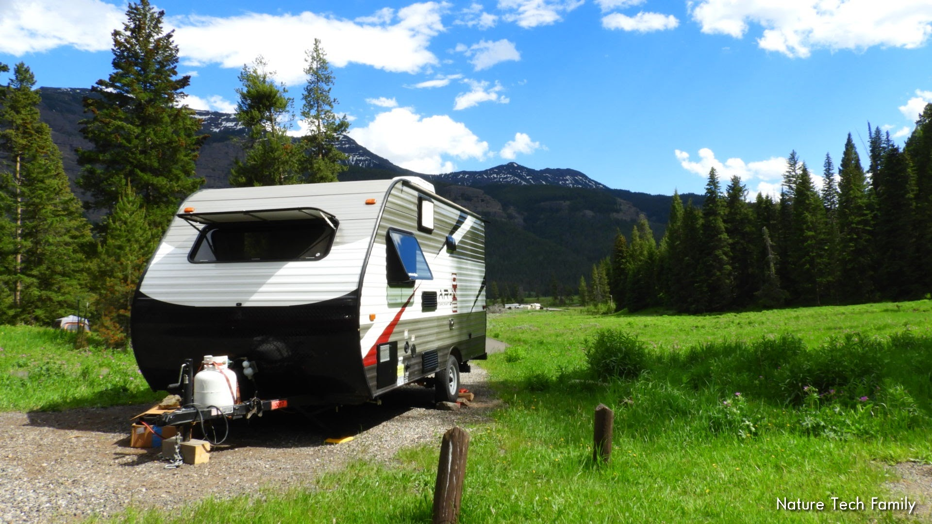 Fits into smaller campgrounds!. Starcraft Ar-One 2016