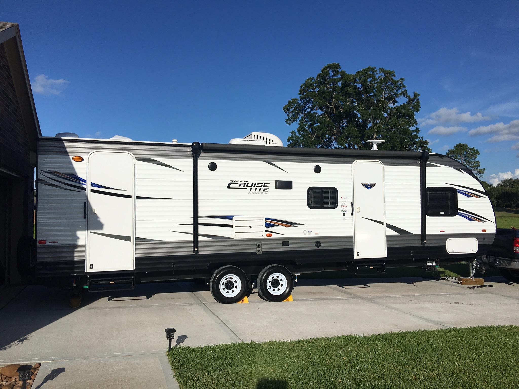 2 exterior doors / rear to bathroom . Forest River Salem Cruise Lite 2018