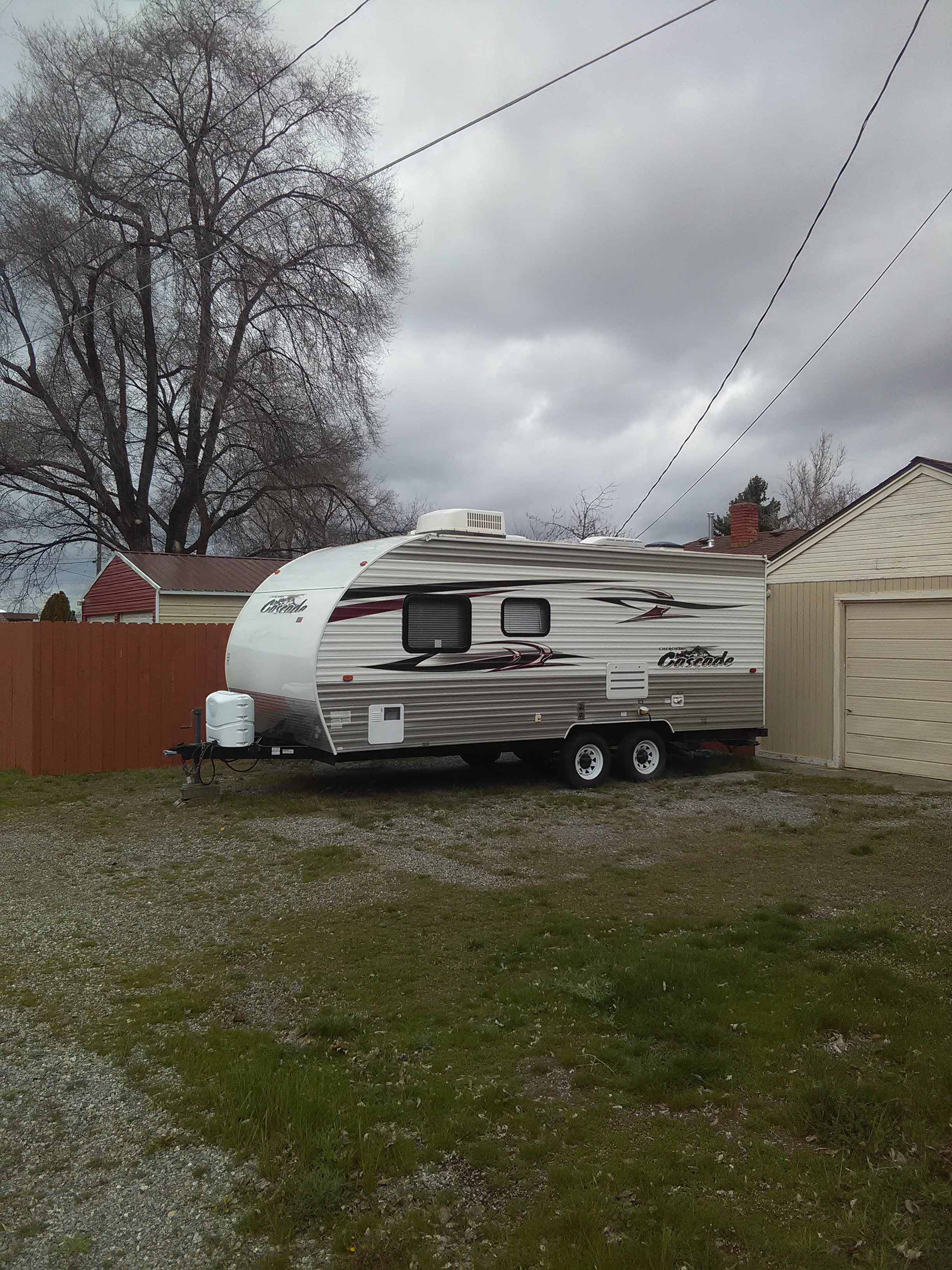2011 Forest River Cherokee Cascade 22 1/2 Sleeps 4, full bath, stove, refrigerator, freezer, AC, TV, DVD, Radio. Has Queen pillow mattress and two bunks for kids or stuff.. Forest River Cherokee 2011