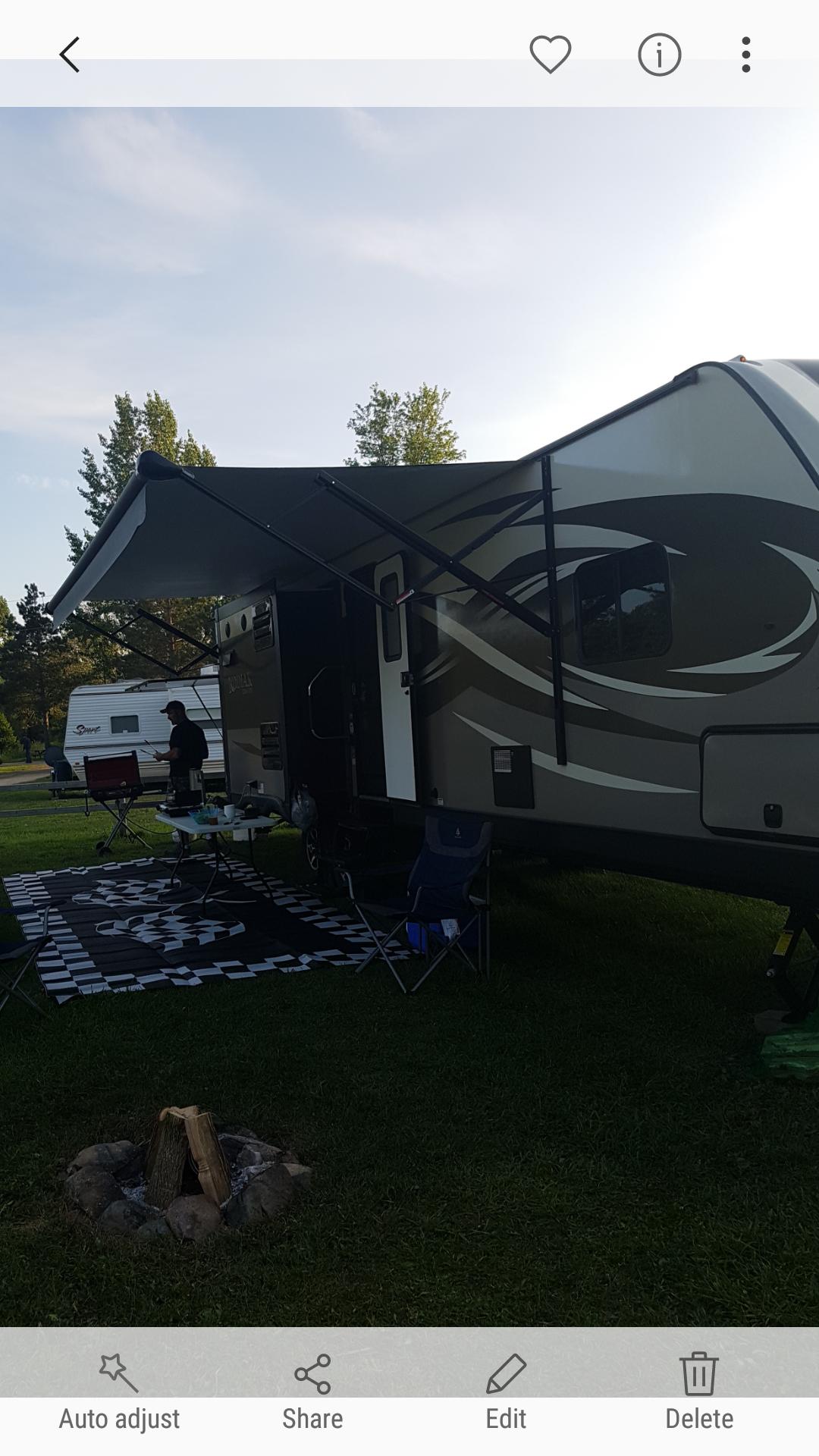 Beautiful outdoor camping experience . Dutchmen Kodiak 2017