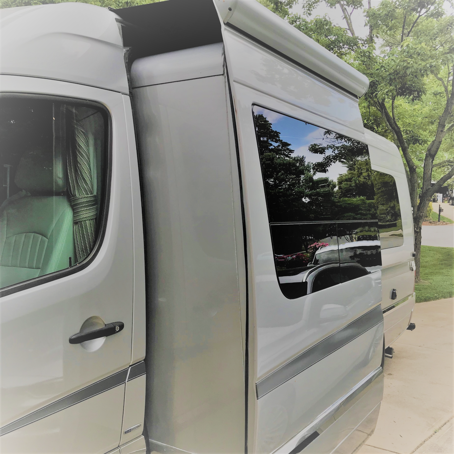 Slide out gives much more room inside. Mercedes-Benz Winnebago Era C 2015