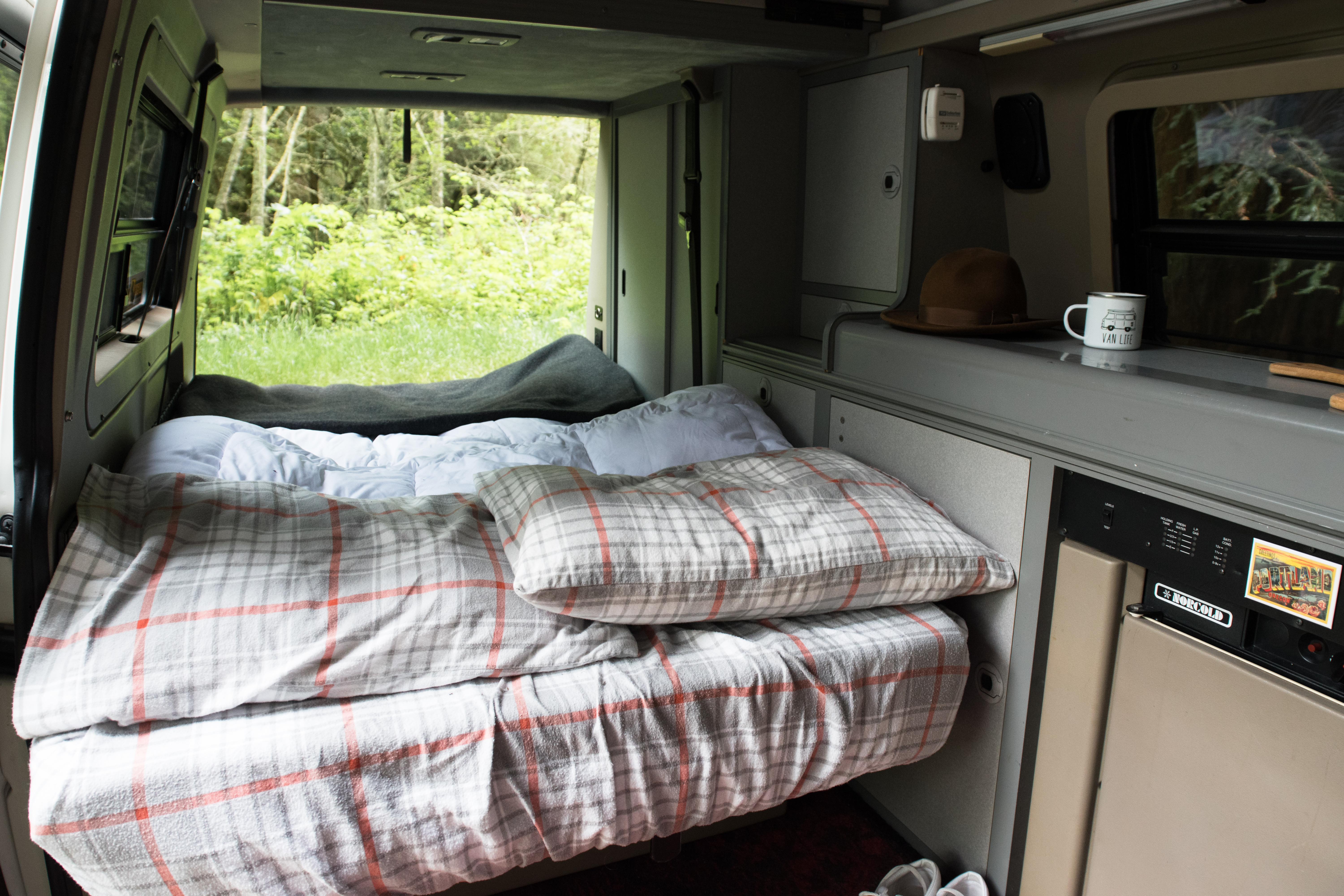 "Van Morrison is ""Road trip ready"" and comes ready for your trip with all the necessary luxuries including linens.. Volkswagen Eurovan Camper 1999"