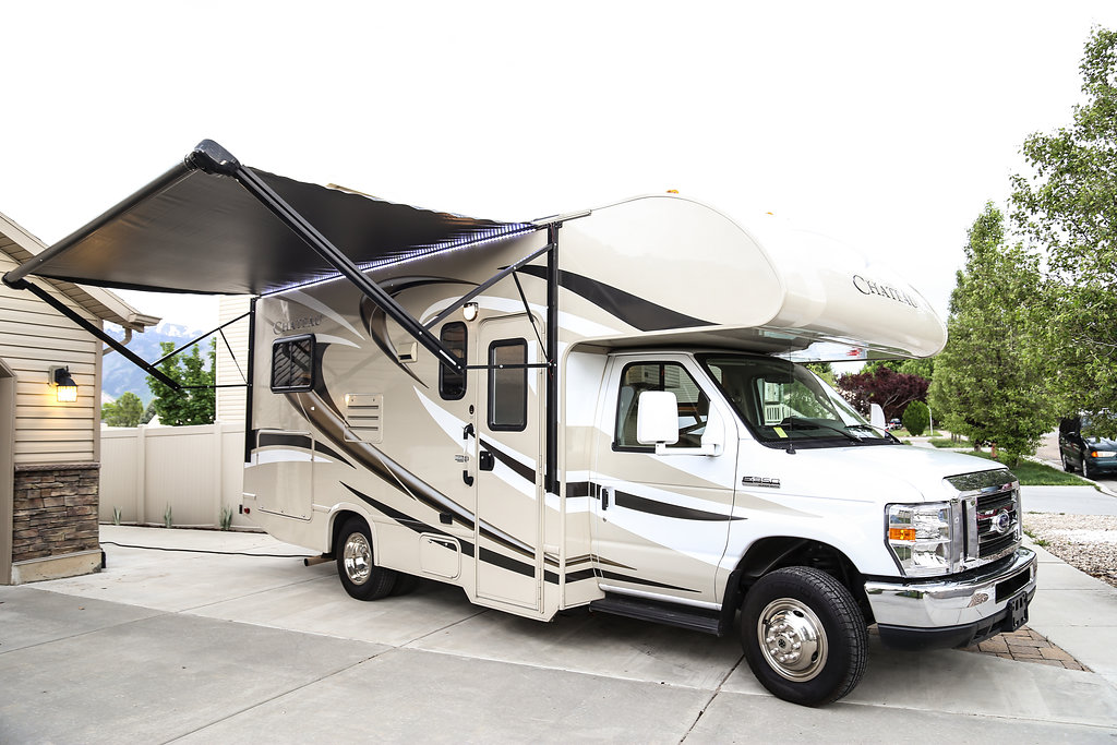 Use the awning to get a break from the sun.. Thor Motor Coach Chateau 2015