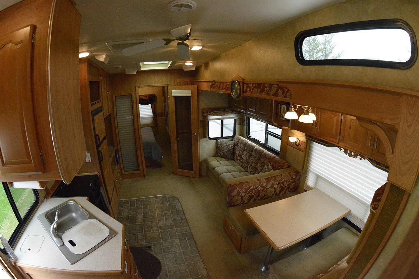Main cabin.. Forest River Wildcat 2008