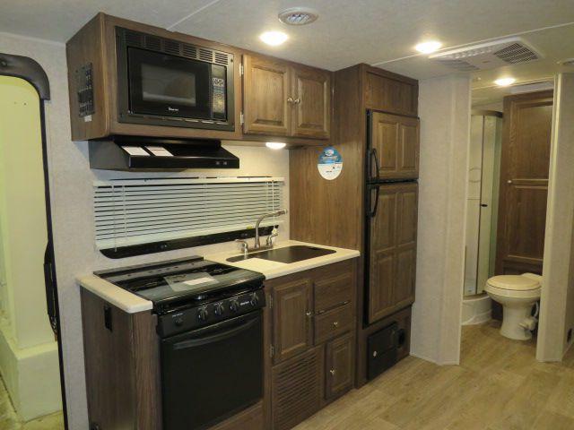 Kitchen and bathroom. Rockwood Roo 21SS 2018