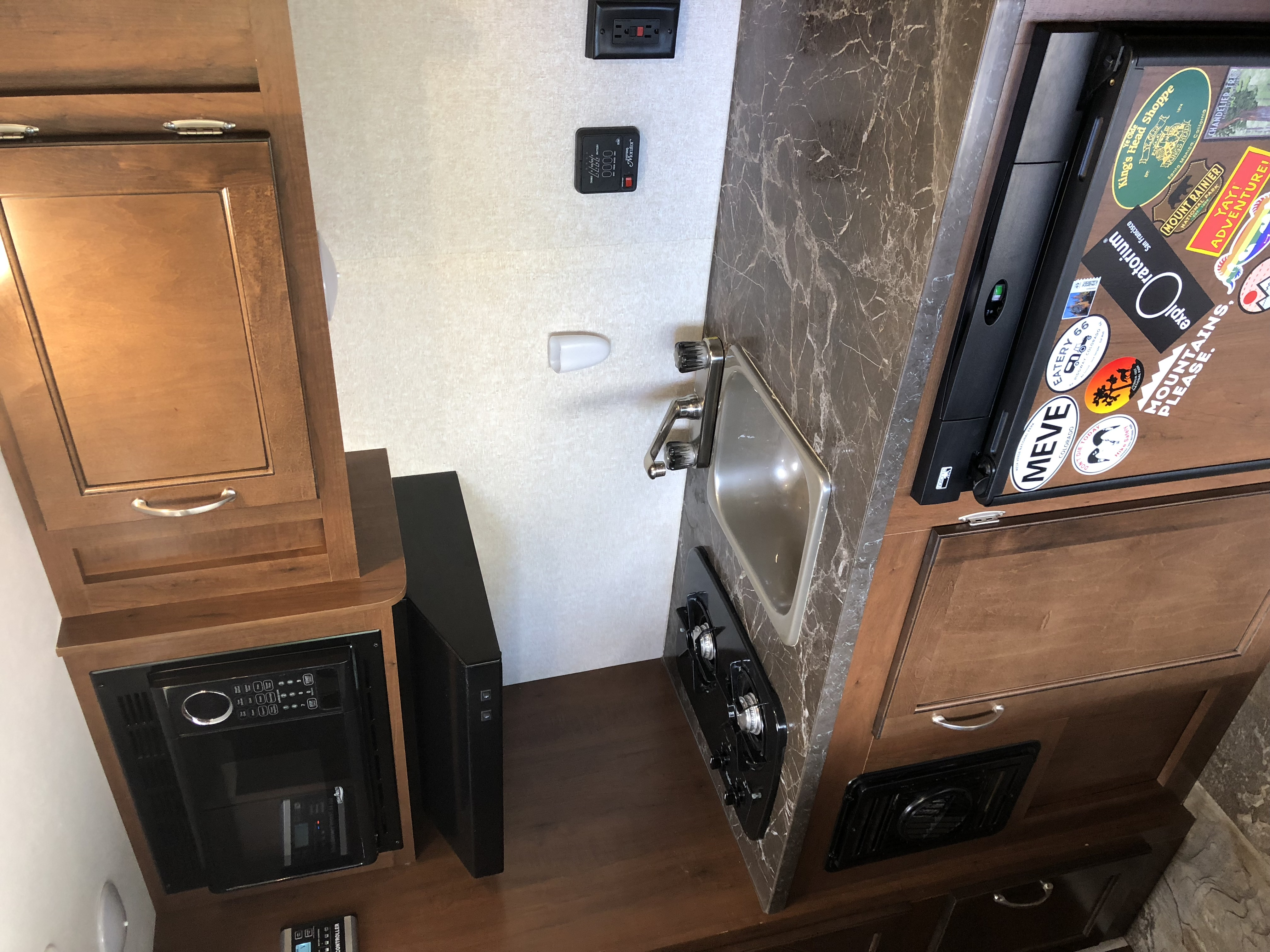 Kitchen . Jayco Jay Flight 2017