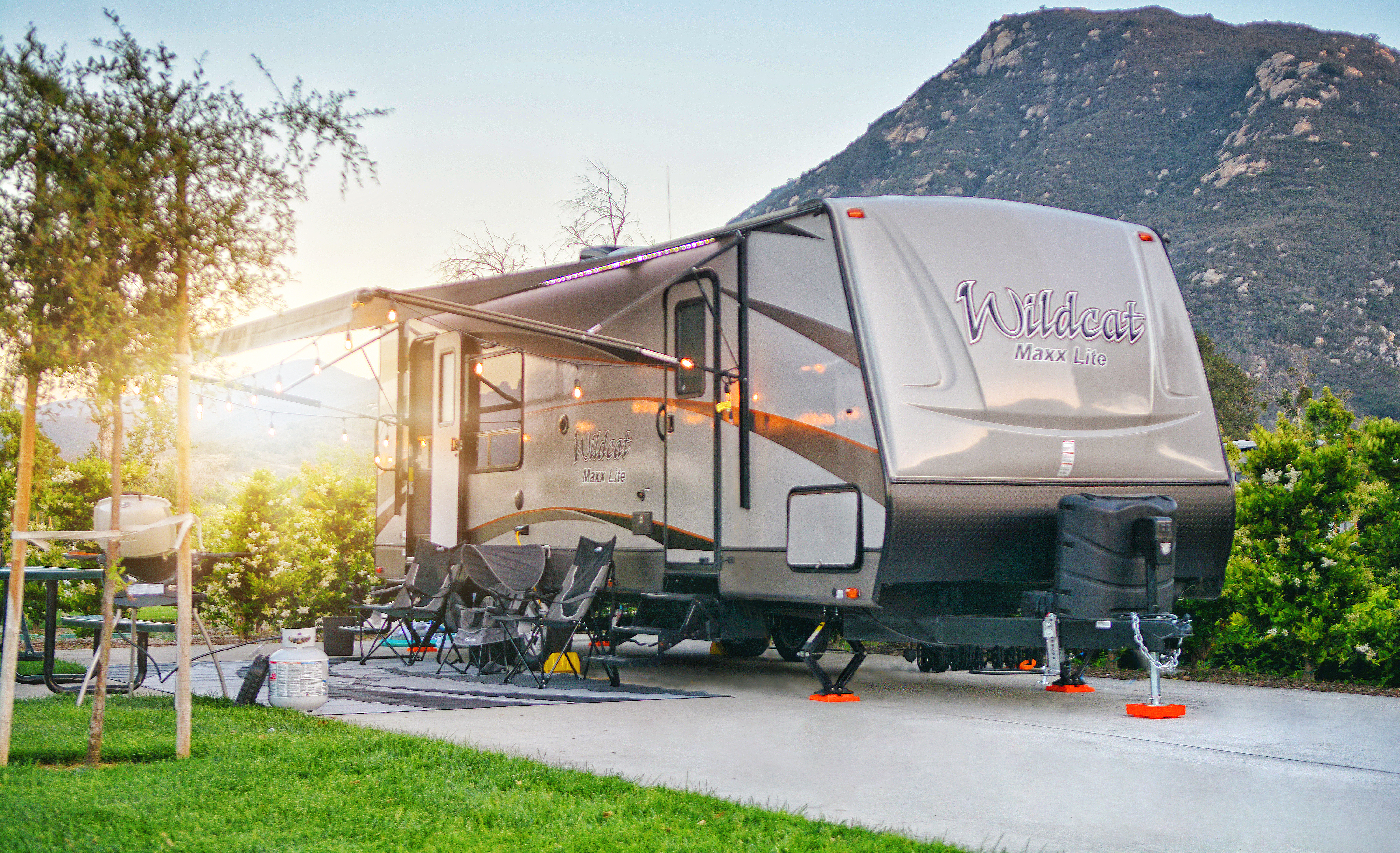 Full hook ups to make your camping experience amazing! Easily towed with provided upgrades sway bars!. Forest River Wildcat Maxx Lite 2018
