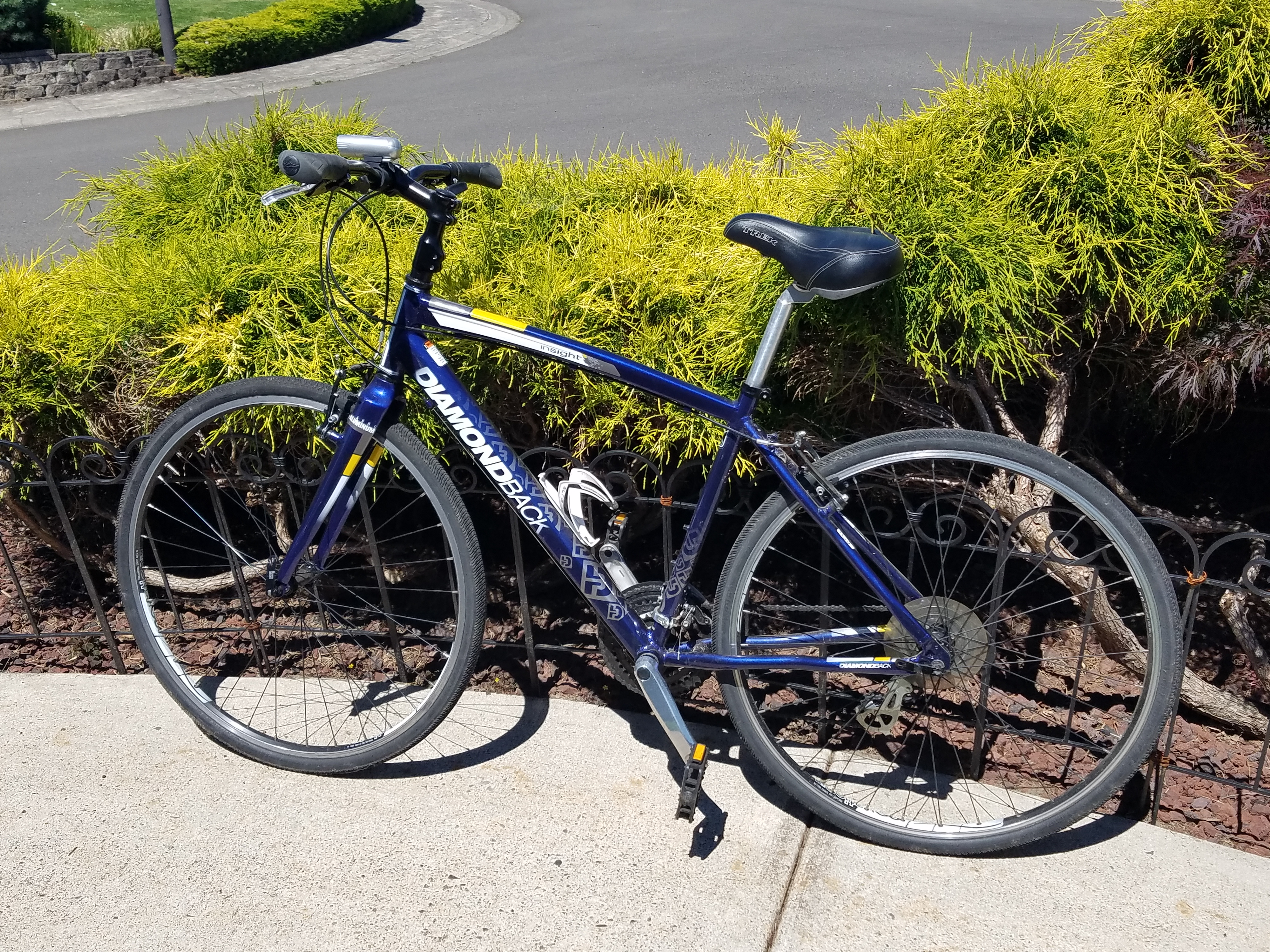 Diamond Head bike for rent (bike rack comes with RV at no additional cost)
