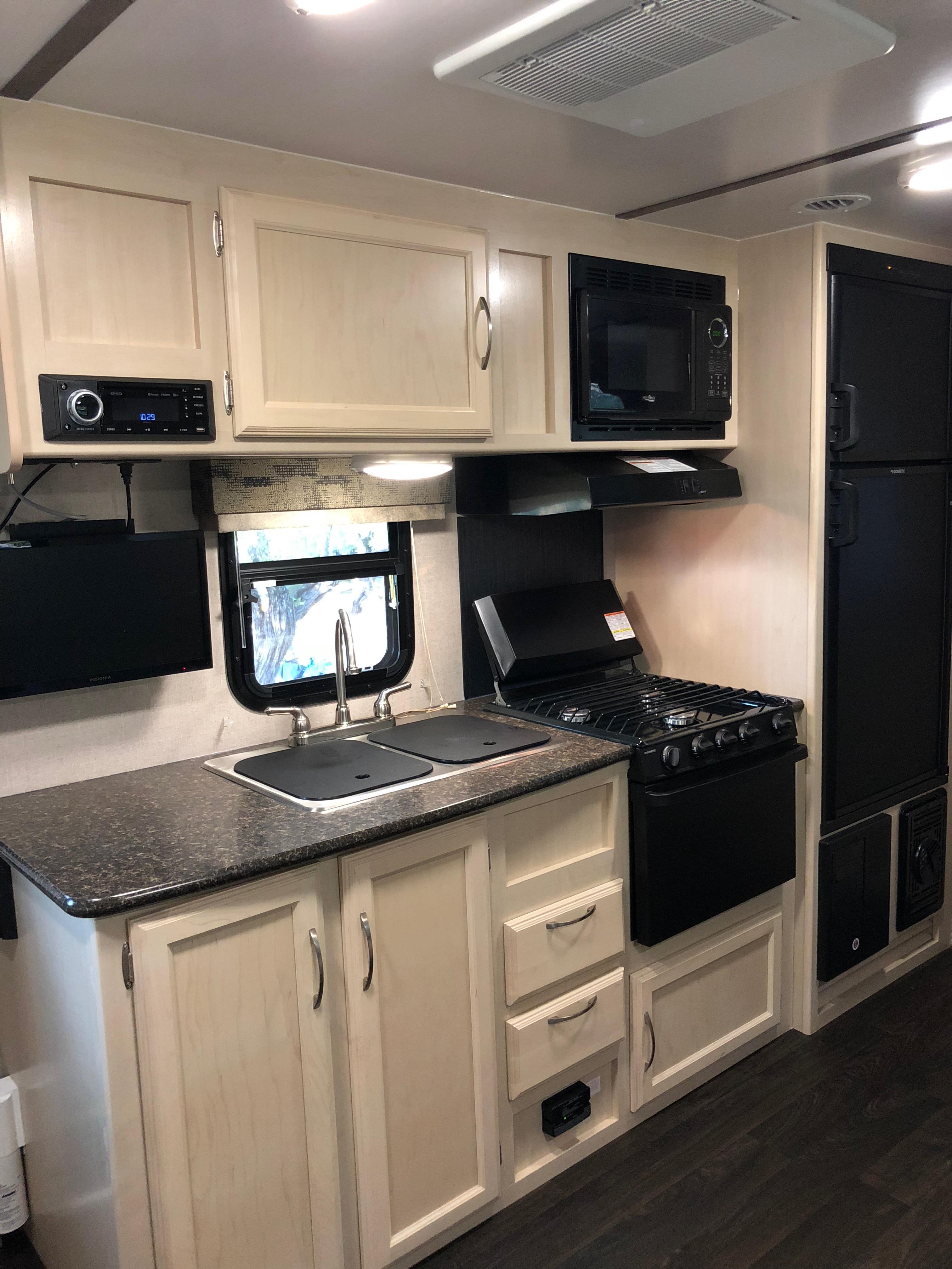 Kitchen. Winnebago Micro Minnie 2019
