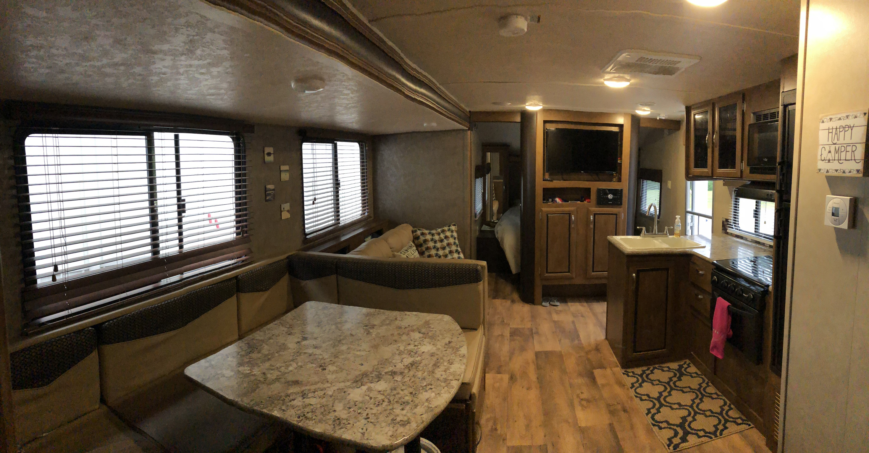 Lots of space inside!. Forest River Cruise Lite 2017