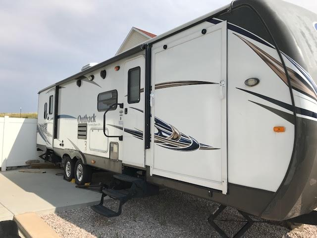 Spacious, clean, still brand new smell, full automatic awning, toy hauler, two pull outs, two door entry, tons of storage (inside and out), outdoor sink and grilling area, camper. . Keystone Outback 2013
