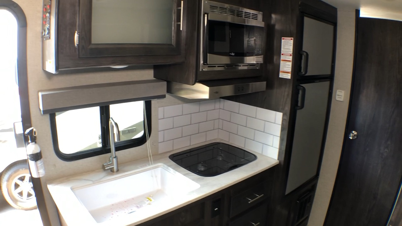 Two Burner propane stove, Microwave Oven, Full Size Sink, and Full Size RV Refrigerator, and Separate Freezer provide all the convenience of home.   15,000 BTU Roof Top Air Conditioning provides plenty of cooling for any Texas day or night.   **** CAMPER IS 30amp SERVICE RATED.  MICROWAVE AND A/C ARE HEAVY AMP USE APPLIANCES.  ALWAYS TURN OFF A/C WHEN USING MICROWAVE*****. Dutchmen Kodiak MB185 2018