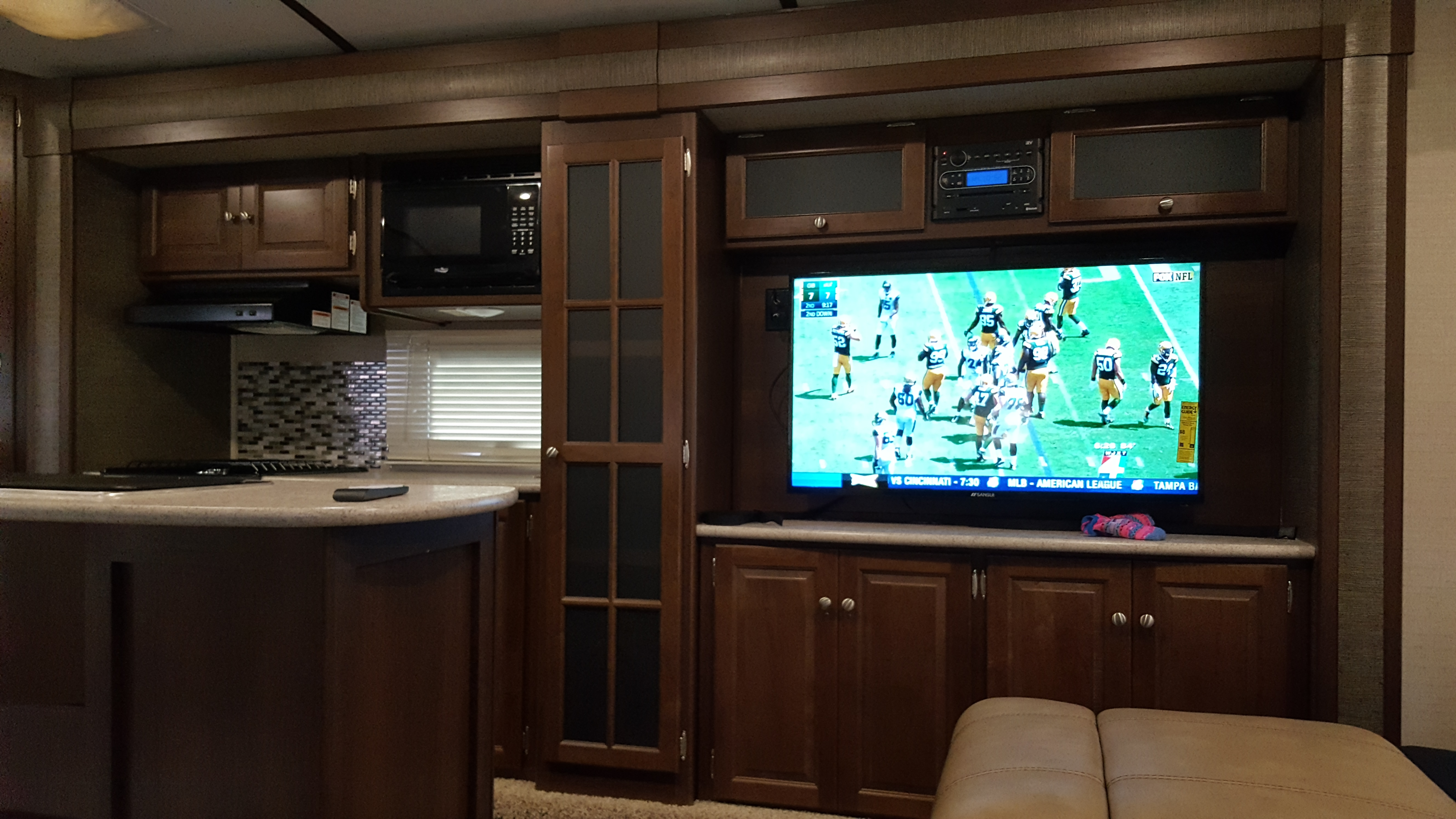 Large TV lots of counter space and storage. Keystone Bullet Premier 2017