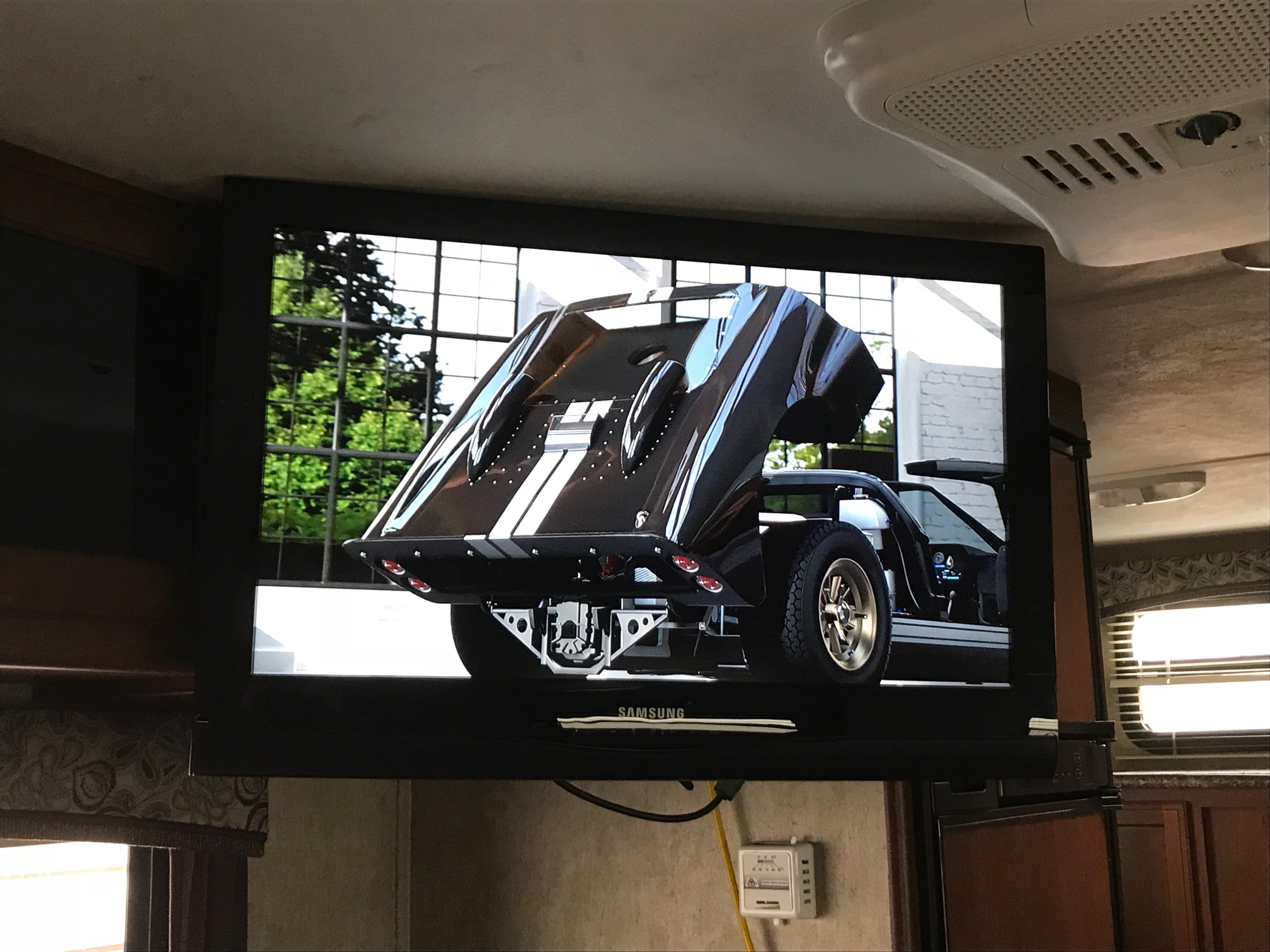 "32"" Samsung HD TV. Keystone Passport 2015"