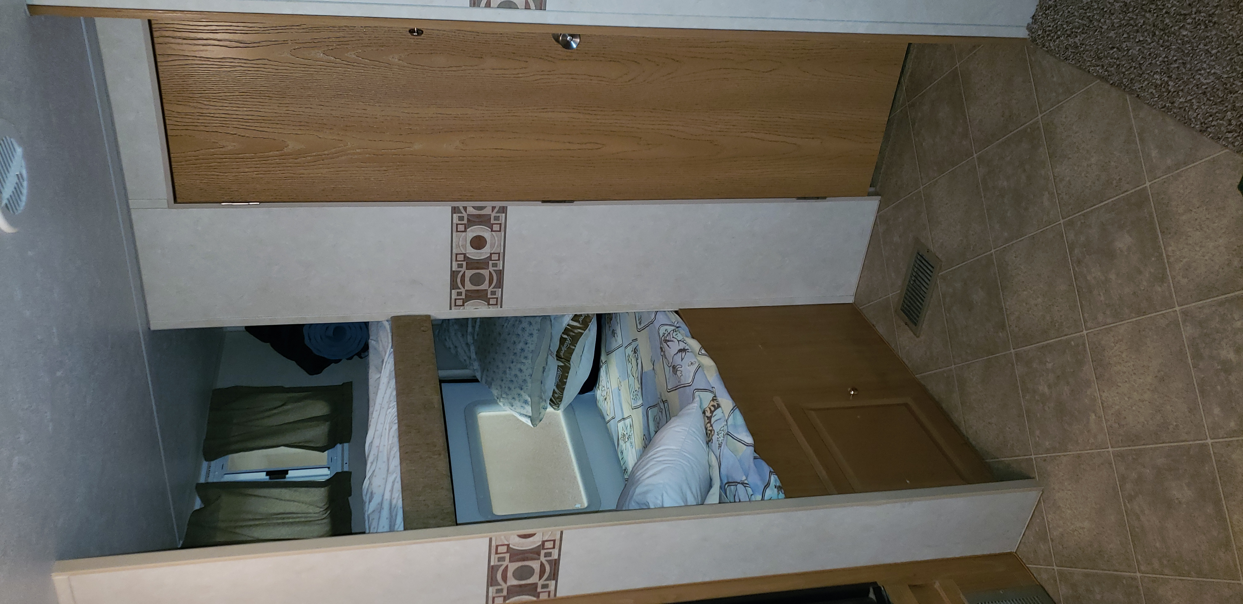 Twin Bunk beds. Skyline Nomad 2006